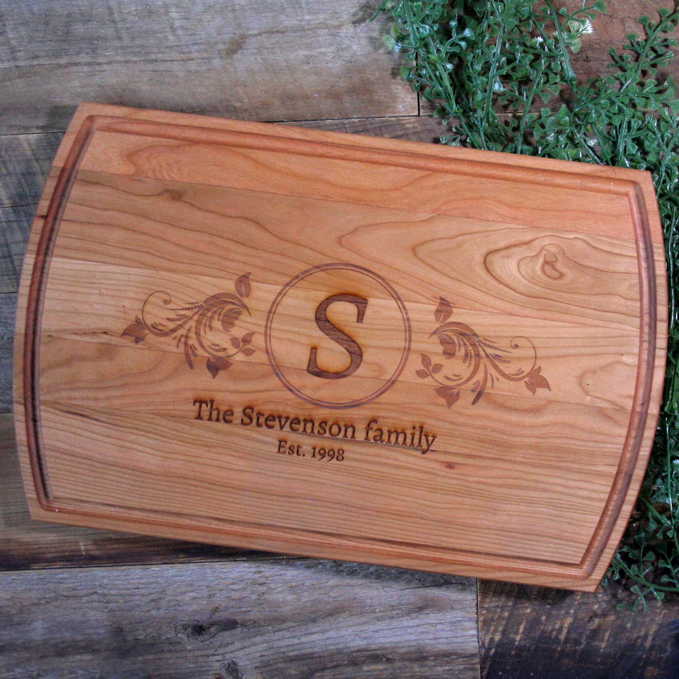Personalized cutting board with monogram - 2031